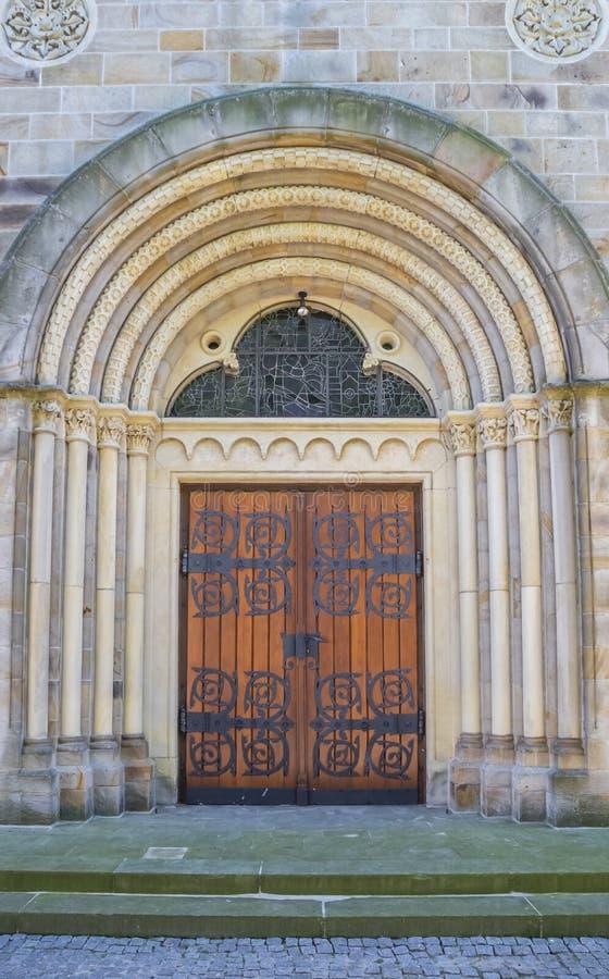 Ingang van de St Anna kerk in Neuenkirchen stock afbeeldingen