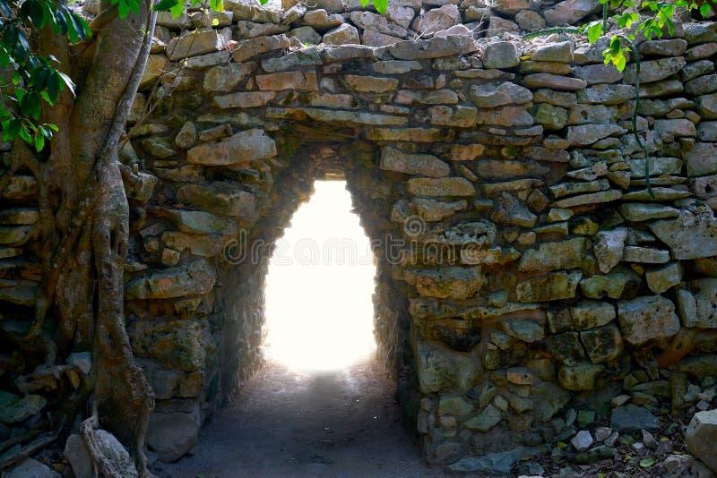 Ingang van de Tulum Mayan boog in Mexico stock afbeeldingen