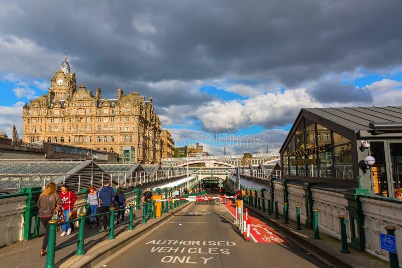 Ingang van de Waverly-Post in Edinburgh stock foto