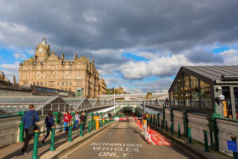 Ingang van de Waverly-Post in Edinburgh royalty-vrije stock foto