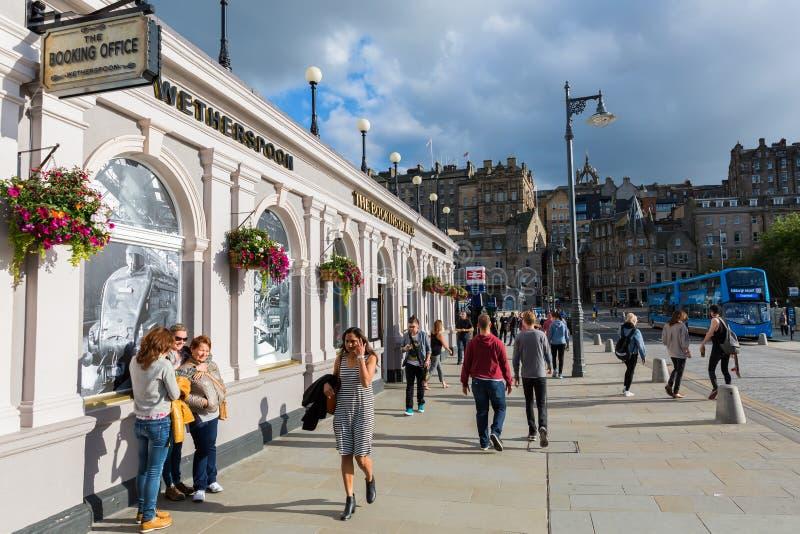 Ingang van de Waverly-Post in Edinburgh stock fotografie