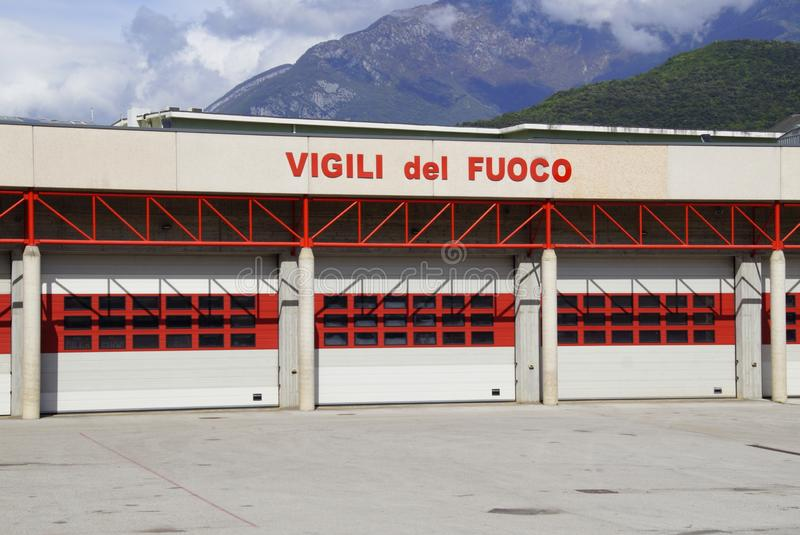 Ingang van een Italiaans brand en reddingsbenzinestation royalty-vrije stock afbeelding