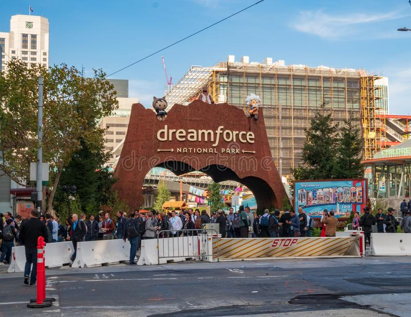Ingang van het Dreamforce de Nationale Park op Salesforce-conferentie stock fotografie