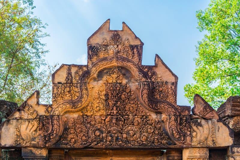 Ingang van het Kasteel van Banteay Srei stock afbeelding