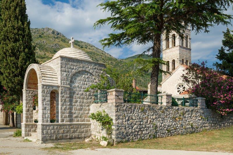 Ingang van het Rezevici de middeleeuwse klooster stock foto