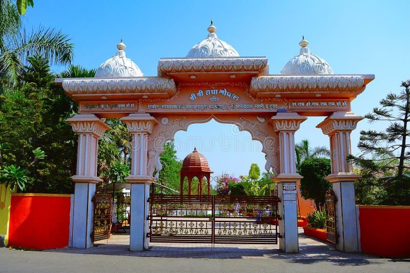Ingang van Shree Radha Gopal mandir ISKCON Aravade, Tasgaon dichtbij Sangli, Maharashtra stock foto's