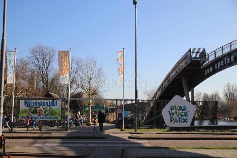 Ingang van vrije tijdspark Plaswijckpark in Rotterdam als kleine dierentuin en grote speelplaats royalty-vrije stock afbeelding