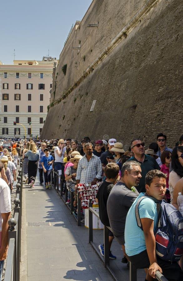 Ingangslijn aan de stad van Vatikaan stock afbeeldingen