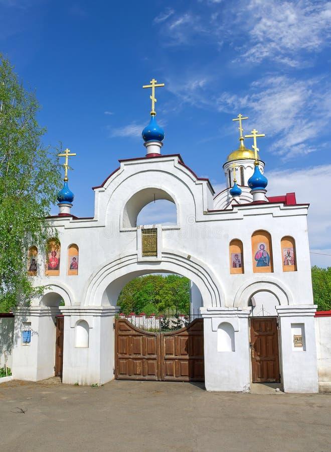 Ingangspoort aan de Kerk Panteleimon. Rusland, het gebied van Orel. stock fotografie