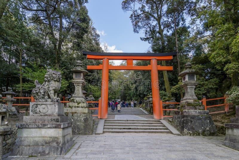 Ingangspoort aan het Heiligdom van Kasuga Taisha in Nara, Japan stock afbeeldingen
