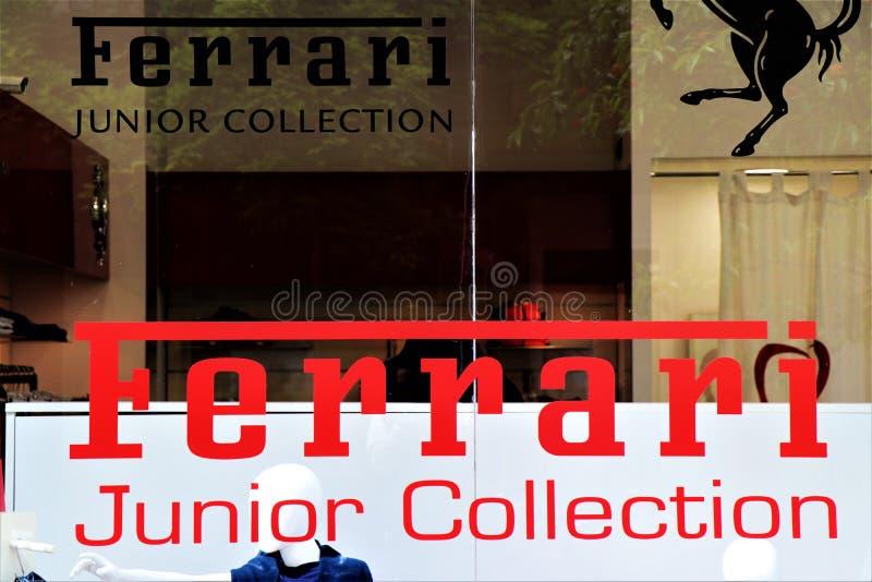 Ingangsshowcase van een Ferrari-winkel stock afbeelding