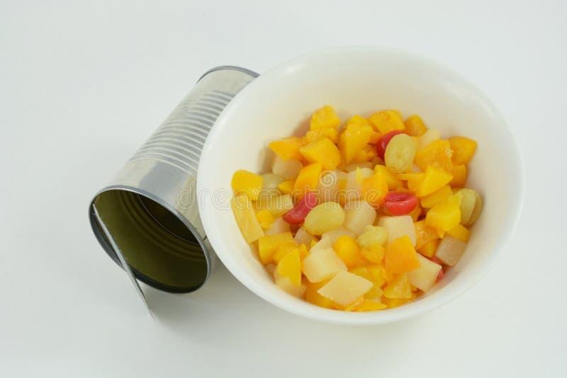 Ingeblikte fruitcocktail stock afbeeldingen