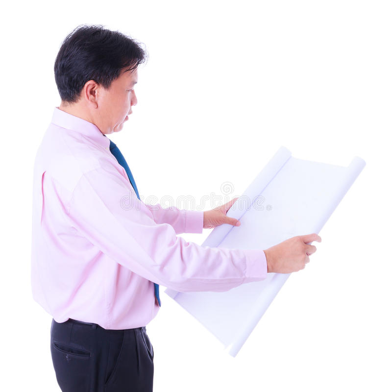 Ingegnere che guarda il diagramma della costruzione fotografia stock libera da diritti