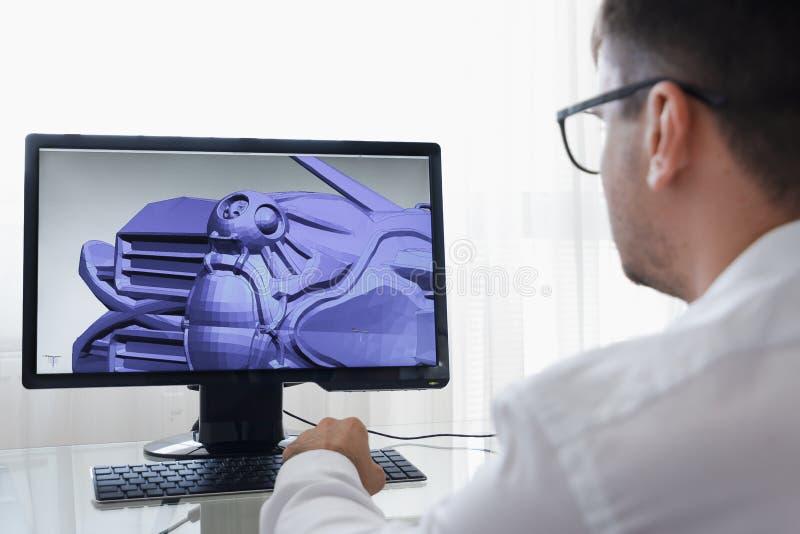 Ingegnere, costruttore, progettista, architetto nel funzionamento di vetro su un personal computer Lui che crea nuova componente  immagini stock libere da diritti