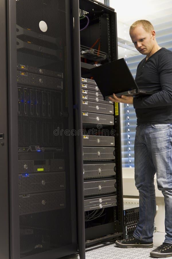 Ingegnere Monitoring Systems dell'IT immagini stock libere da diritti