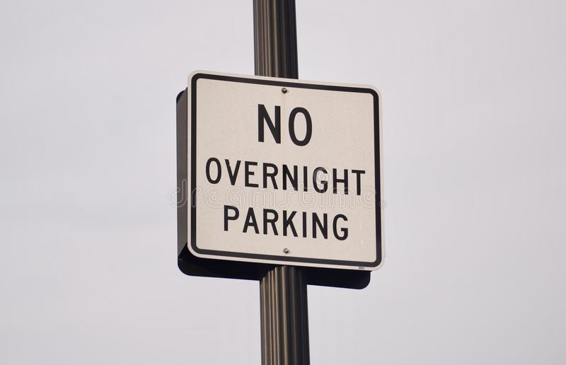 Ingen över natten parkering arkivbilder