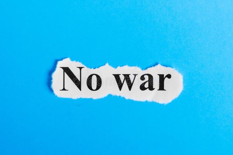 ingen krigtext på papper Uttrycka inget krig på ett stycke av papper text för rest för bild för com-begreppsfigurine höger plattf royaltyfria bilder