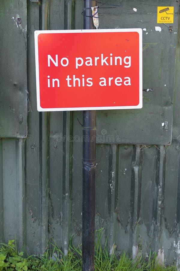 Ingen obehörig parkering i detta områdestecken fotografering för bildbyråer