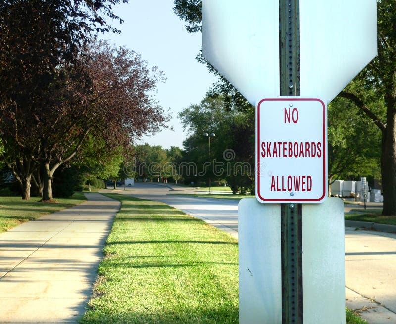 Ingen tillåten signage för skateboarder arkivbild