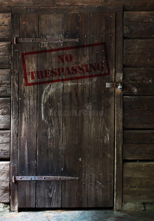 Ingen Tresspassing dörr royaltyfri fotografi
