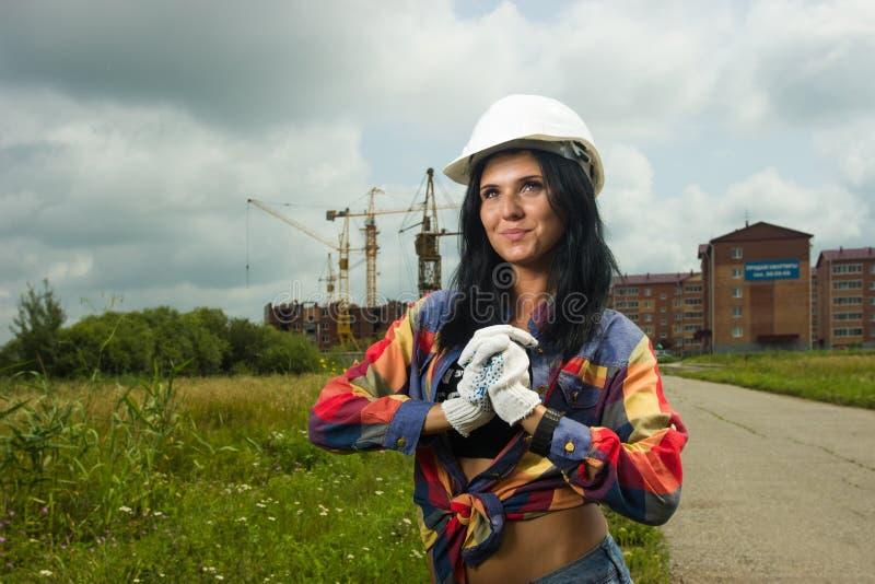 Ingeniero de construcción en el emplazamiento de la obra fotos de archivo libres de regalías