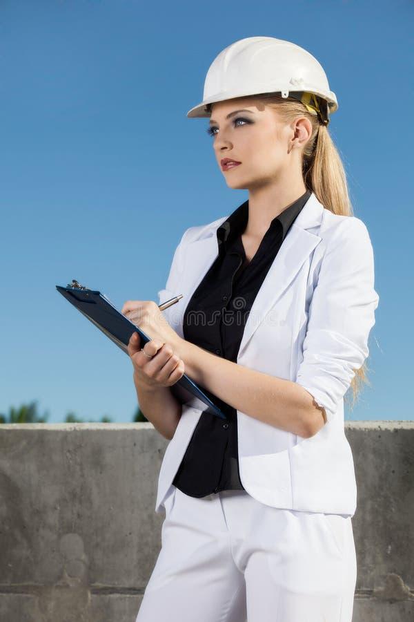 Ingeniero de sexo femenino foto de archivo libre de regalías