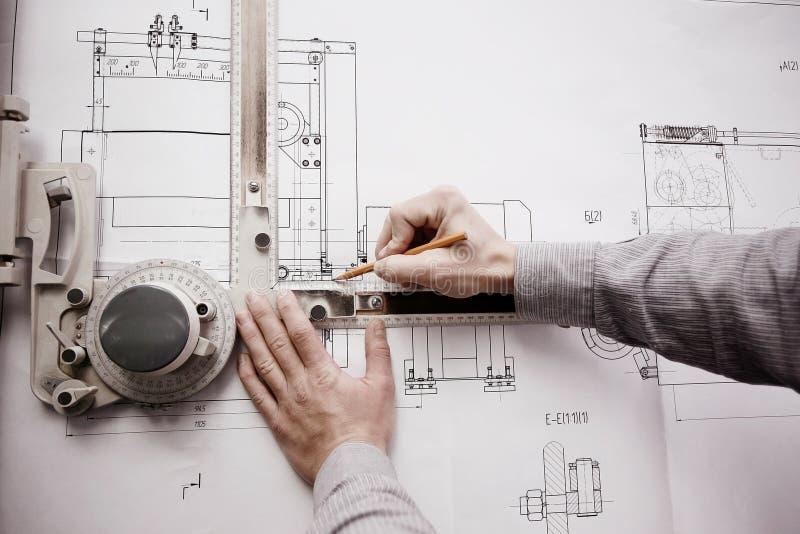 Ingeniero del dibujo del diseñador imagenes de archivo