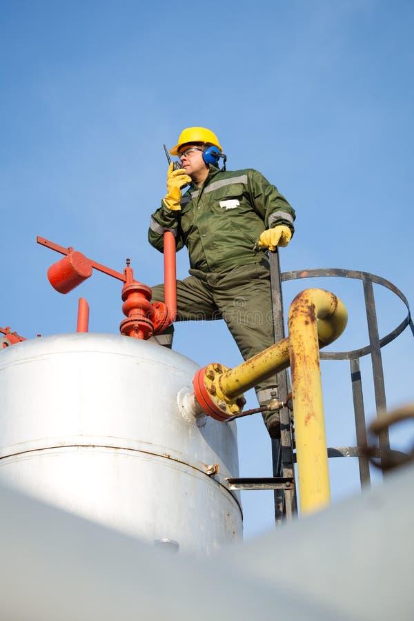 Ingeniero En El Aceite Y El Yacimiento De Gas Natural Foto de ...