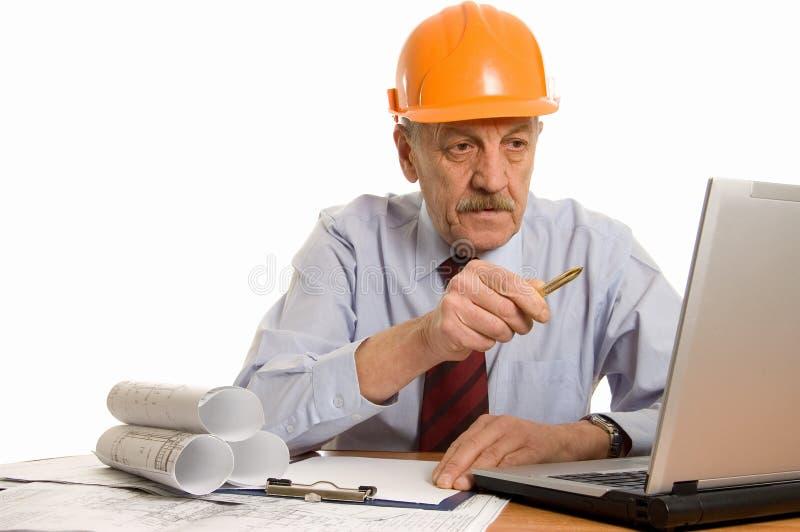 Ingeniero en el ordenador foto de archivo