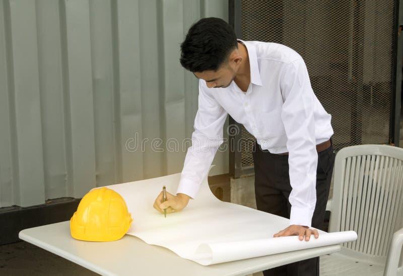 Ingeniero joven del hombre de Asia foto de archivo