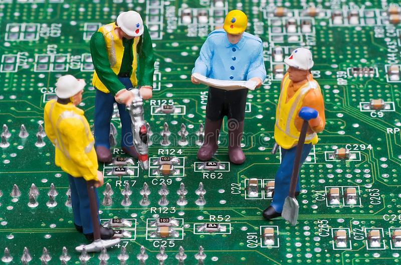 Ingenieros que fijan el ordenador fotografía de archivo