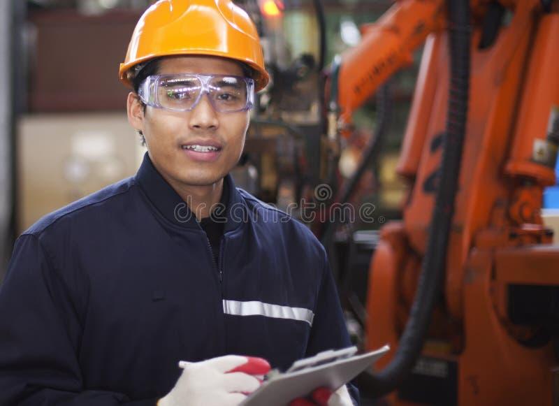 Ingenieur in fabriek royalty-vrije stock afbeelding
