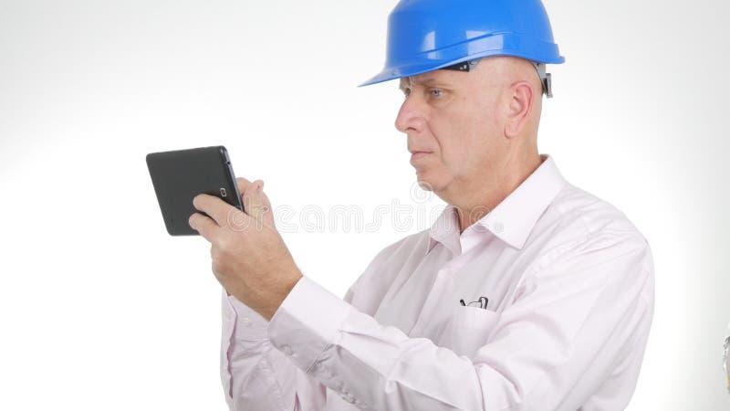 Ingenieur-Image Text Using-Tablet-Internetanschluss lizenzfreies stockfoto