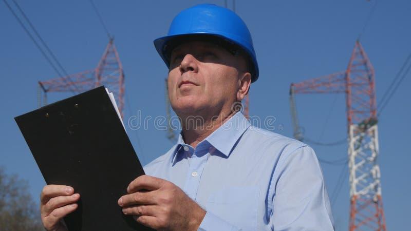 Ingenieur Image Work mit Klemmbrett in der Hand lizenzfreie stockfotos