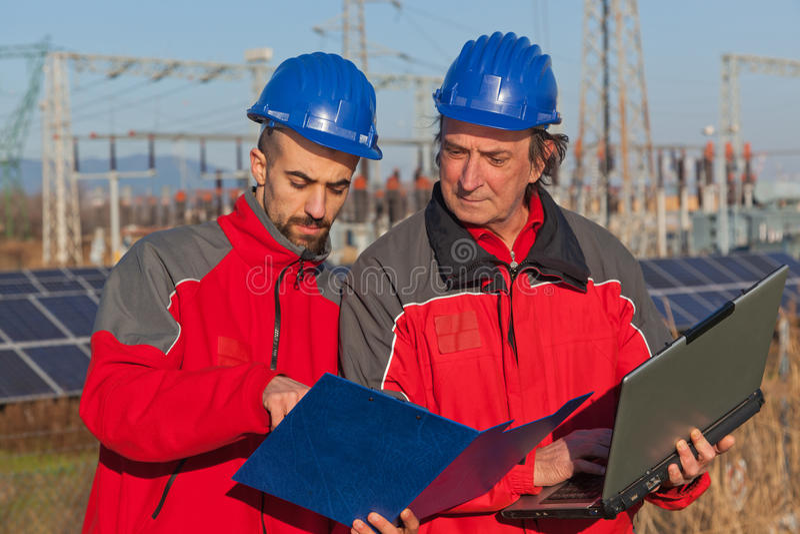 Ingenieure bei der Arbeit lizenzfreie stockfotos