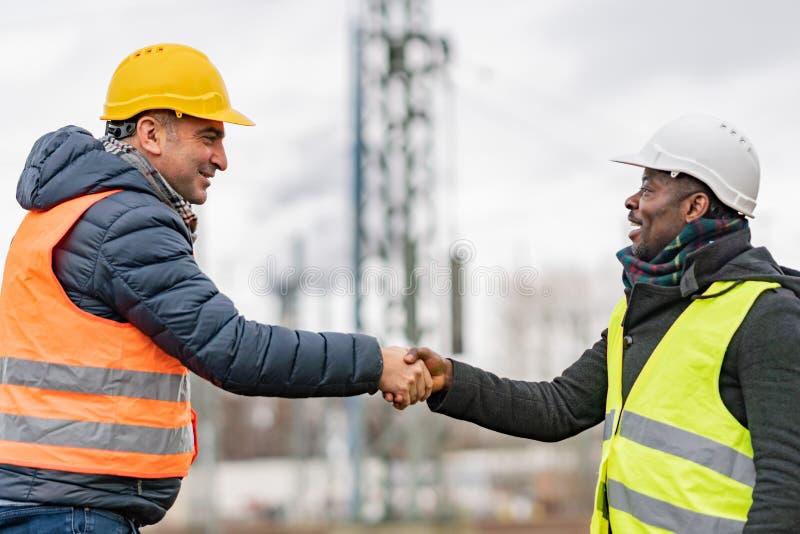 Ingenieurs die een akkoord bereiken stock foto