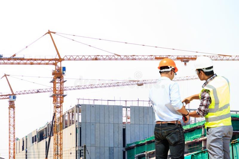 Ingenieurs en bouwwerven royalty-vrije stock foto's