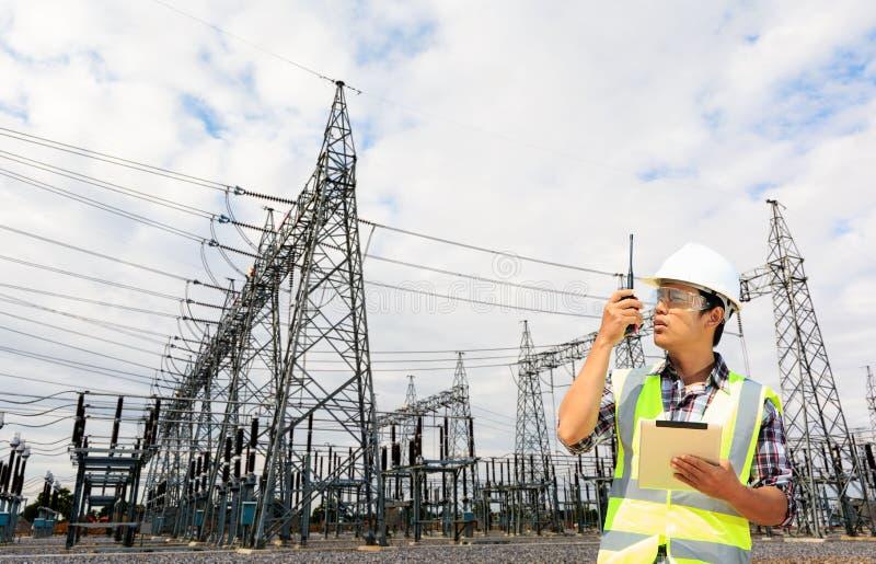 Ingenieurs en krachtcentrale stock foto's