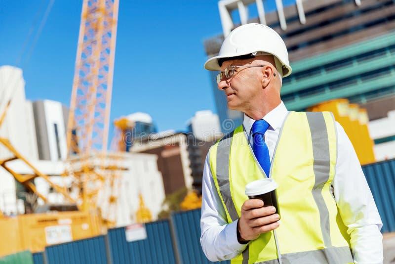 Ingenieursbouwer bij bouwwerf royalty-vrije stock afbeeldingen
