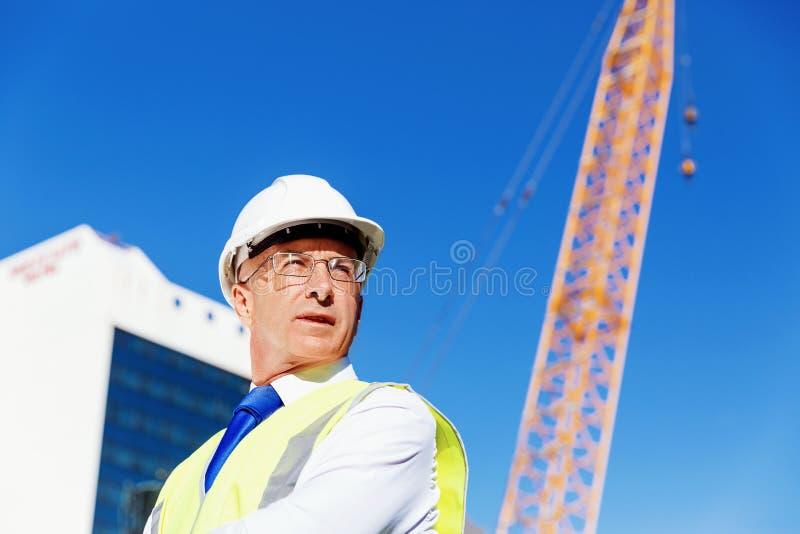 Ingenieursbouwer bij bouwwerf stock afbeeldingen