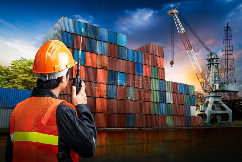 Ingenieursmens bij industriële plaats royalty-vrije stock fotografie