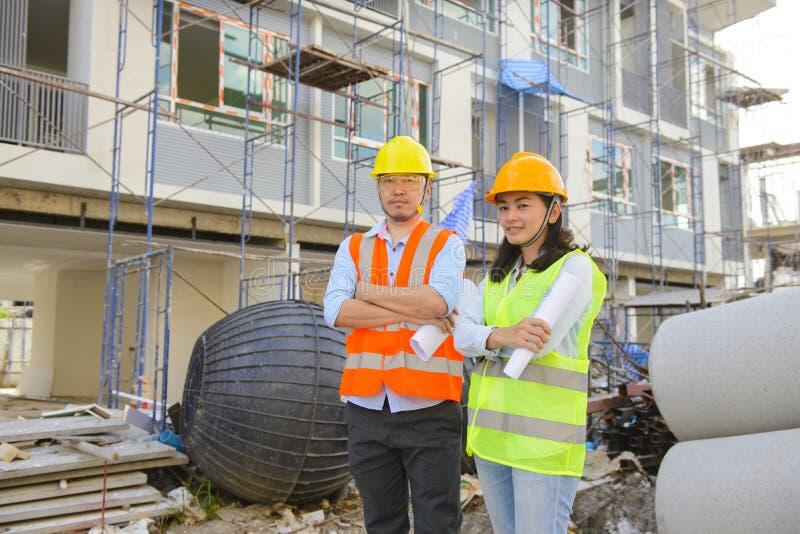 Ingenieurteamleiter an der Baustelle stockfotos