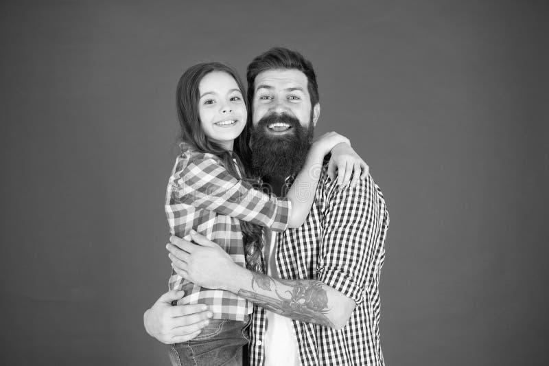 Ingenting utom familj Lycklig liten flicka med fadern litet barn att ?lska hennes farsa Denna ?r mappen av formatet EPS10 Barns d royaltyfri foto
