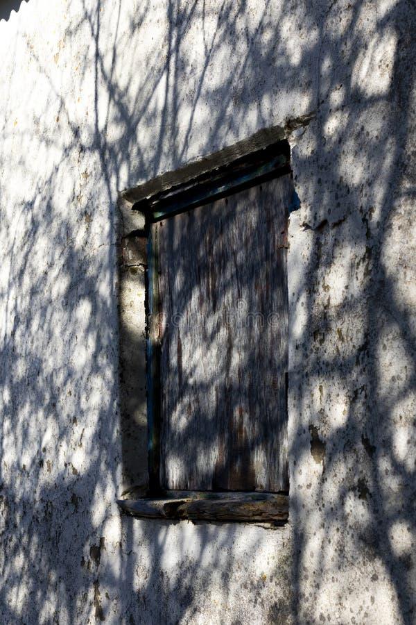 Ingescheept op venster royalty-vrije stock fotografie