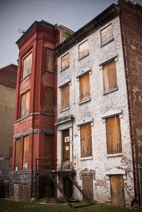 Ingescheept op Verlaten Huizen stock afbeelding