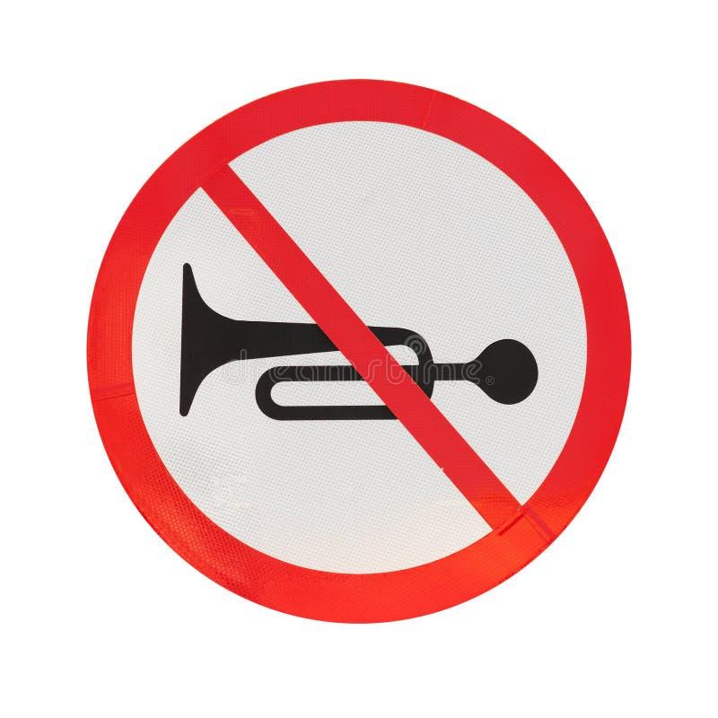 Inget horn Runt trafiktecken som isoleras på vit arkivfoto