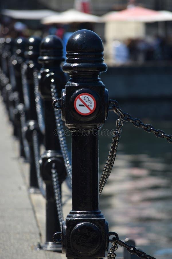 INGET - röka, PÅ PIR royaltyfria foton