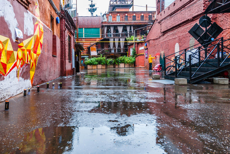 Inget regn kan stoppa konstskapelseaktiviteten royaltyfri foto