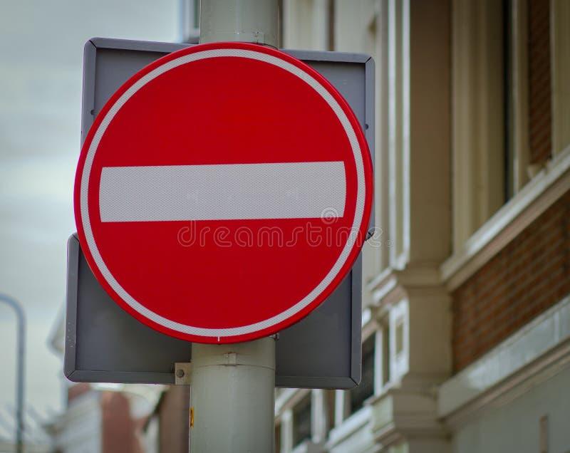 Inget tillträde för vägmärketon för vinkel blå sikt wide royaltyfria foton