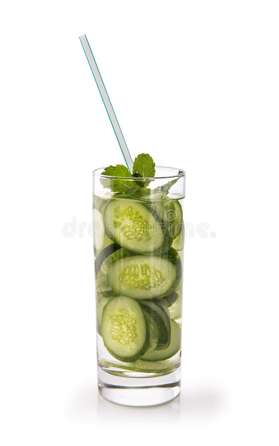 Ingett vatten för ny frukt av gurkan Isolerat över vit fotografering för bildbyråer